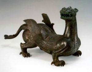 Рис. 1  Скультура крылатого дракона.    4 в. до н.э.