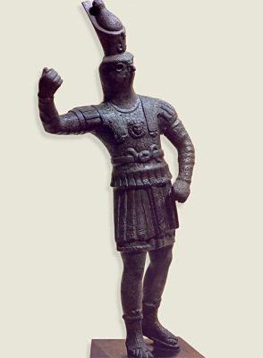 Статуэтка бога Хора в одеянии римского воина. 2 в. н.э.