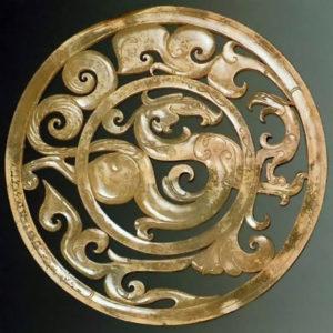 Рис. 2  Орнаментальный круг с изображением дракона и птицы. Музей гробницы правителя Наньюэ. Провинция Гуандун.    2 в. до н.э.