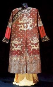 Рис. 3  Повседневное платье императора с изображением драконов.    17-19 в.